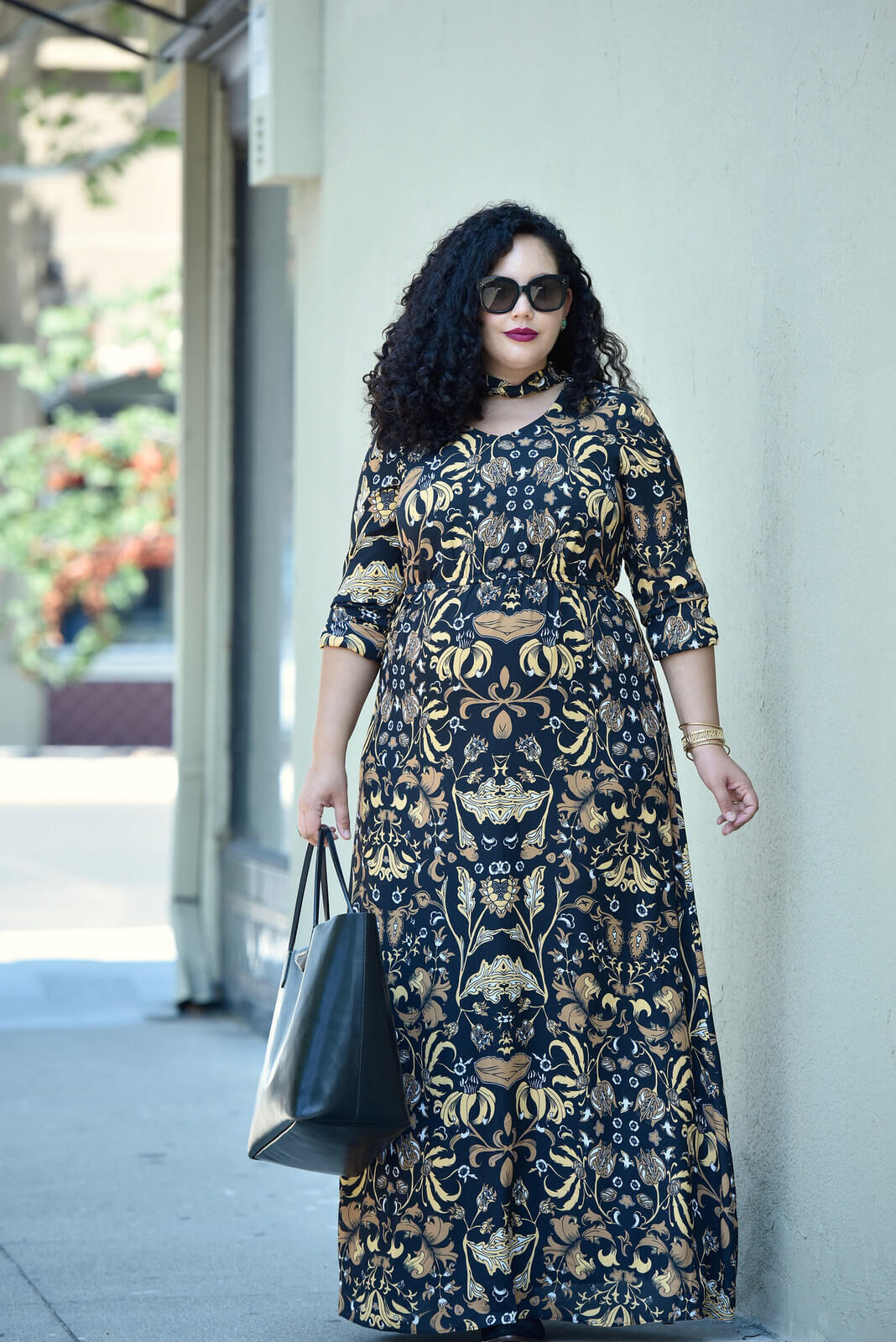 A Fresh Take on Fall Floral via@ GirlWithCurves #plussize #curvystyle #girlwithcurves #curvy #model #maxi #dress #plussize #fashion #style
