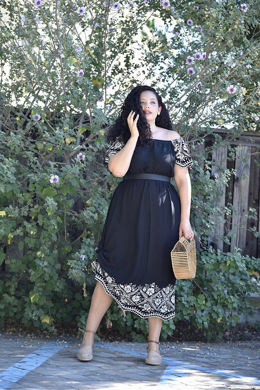 The Perfect End-of-Summer Dress via @GirlWithCurves #curvystyle #curvyfashion #dress #ootd #whatiwore #GirlWithCurves #GWCstyle