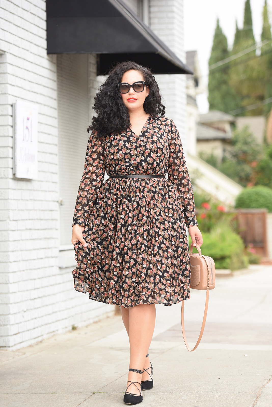 8b5affbbdb5 HOW TO PULL OFF SKIRTS AND DRESSES WITH FLATS via  GirlWithCurves  tips   curvystyle