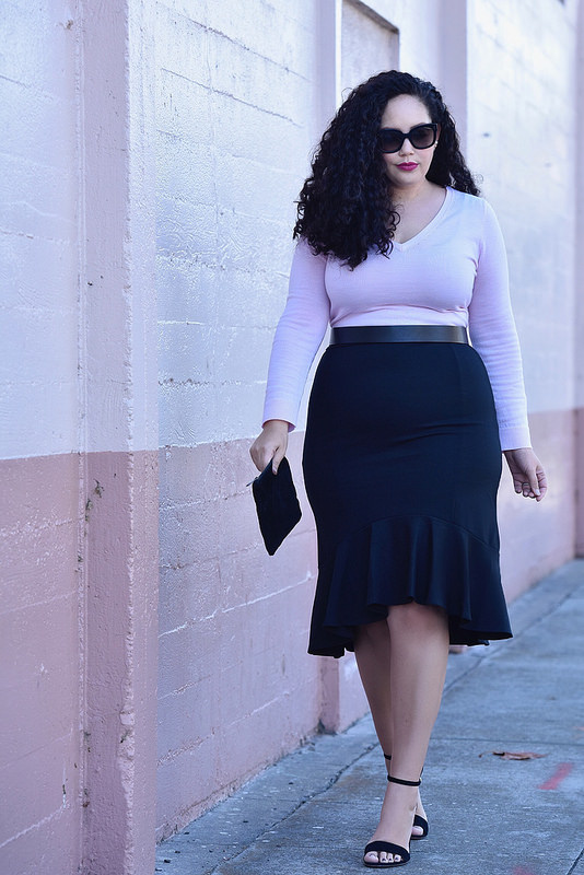 An Easy Date Night Look To Wear Now Via @GirlWithCurves #sexy #datenight #skirt